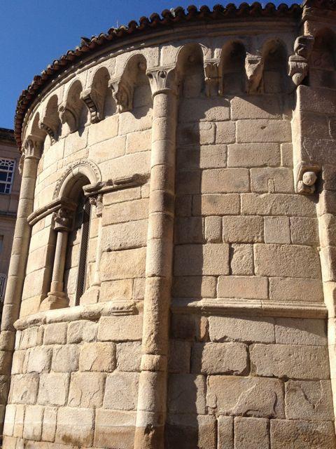Ábside de la iglesia parroquial de Santiago, en Allariz.