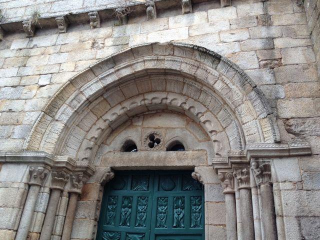 Portada de la iglesia de Santiago, en Ribadavia. FOTO: J.M.G.
