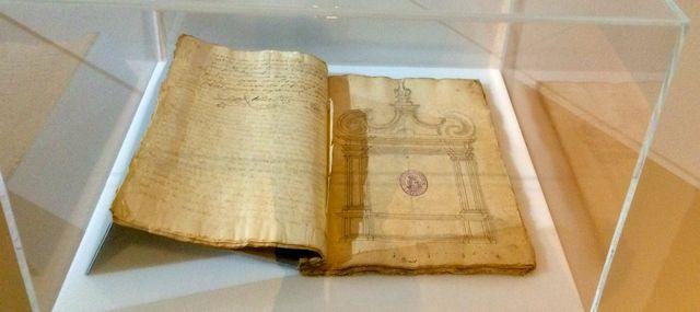 Los documentos escritos no faltan en esta importante exposición. FOTO: J.M.G.