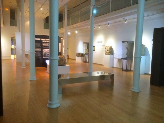 La muestra ocupa dos plantas de la sala Afundación en la Praza Maior. FOTO: J.M.G.