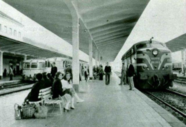 Una 1.800 en la estación de Monforte. FOTO: Carrileiros Foula