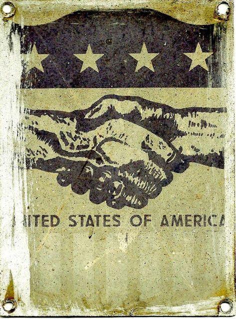 Esta es la placa de la ayuda americana que portaban las locomotoras de la serie. Esta de la imagen pertenece al Aula do Tren de Carrileiros de Foula.