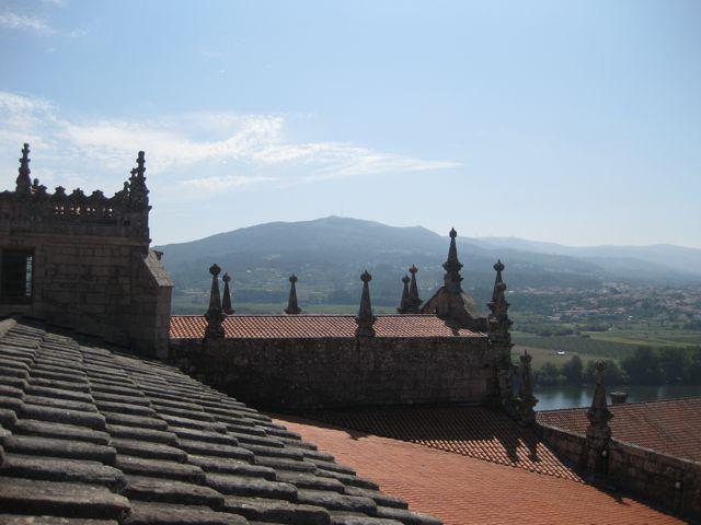 Vista de tierras portuguesas al otro lado del Miño, desde las cubiertas de la catedral tudense. FOTO: J.M.G.