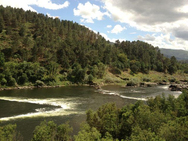 En un tramo de 25 kilómetros de río se llegaron a contar a pirncipios del siglo XX setencientas pesqueiras. FOTO: J.M.G.