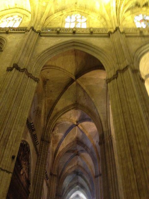 Aquellas bloques portuenses ayudaron a levantar este gigantesco edificio gótico. FOTO: J.M.G.