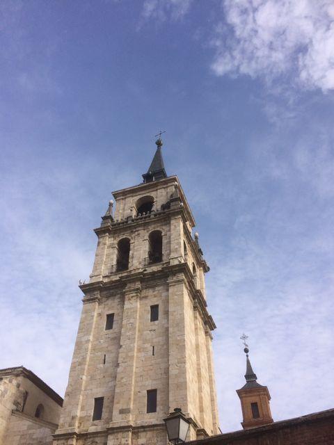 La torre de la catedral se inició en el siglo XVI y se remató en el siguiente. FOTO: J.M.G.