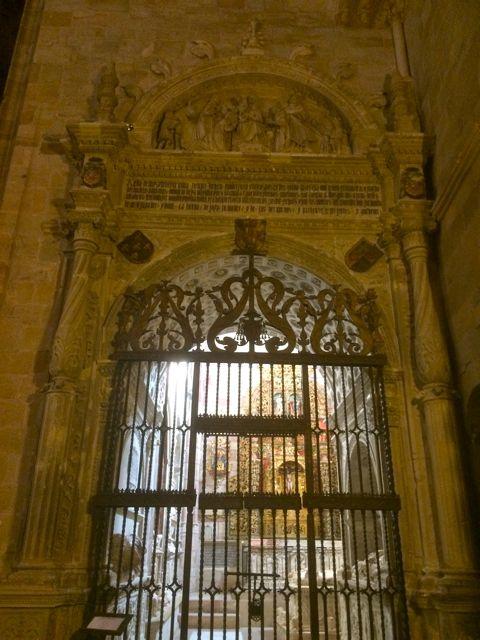 La portada de la capilla es una obra renacentista con elementos platerescos. FOTO: J.M.G.