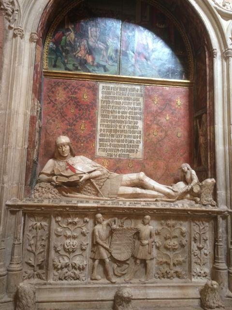 Escultura de Martín Vázquez de Arce sobre su sepulcro en el panteón familiar. FOTO: J.M.G.