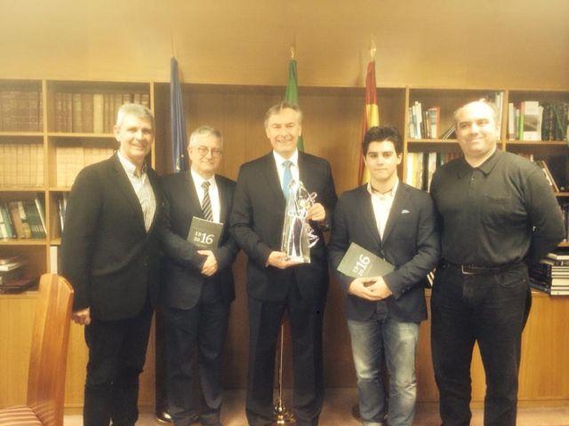 Cita en la embajada. De izquierda a derecha: Moncho Conde Corbal, Miguel Caride, David Cooney, Iván Caride y David