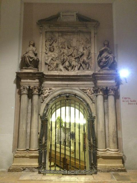 Puerta de acceso a la cripta desde el norte. FOTO: J.M.G.