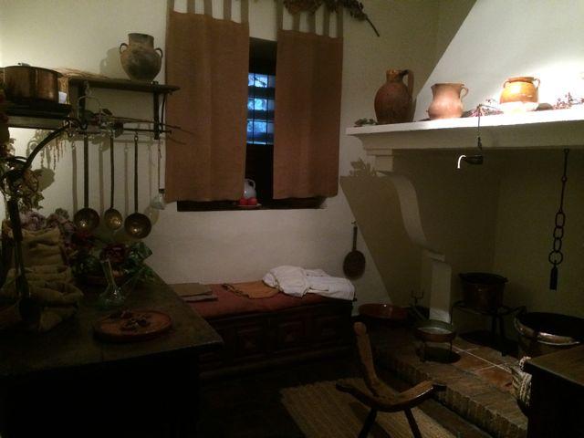 El encanto del reducido espacio de la cocina de los Cervantes. FOTO: J.M.G.