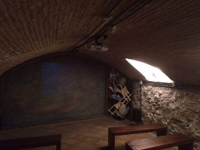 En el sótano de la casa está la bodega, destinada a sala de proyección de un vídeo que recorre la vida de Miguel de Cervantes. FOTO: J.M.G.