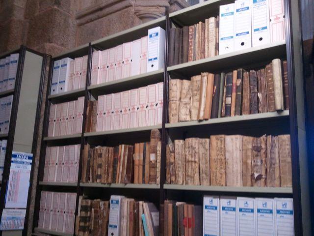 Vista de una zona del importante Archivo de la Catedral de Ourense. FOTO: J. M. G.
