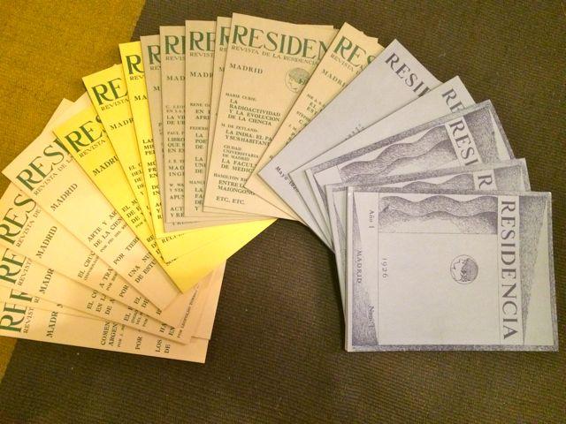 Revista de la residencia, con todos los números que forman su colección. FOTO: J. M. G.